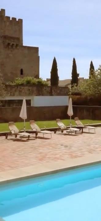Castillo y piscina Vert